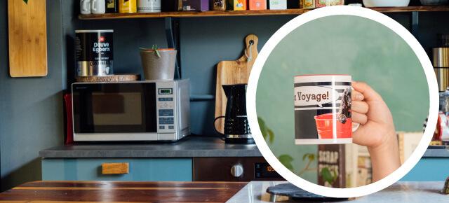 電子レンジで短時間の温めが可能。コーヒーを入れたままうちの子オリジナルペアバイカラーマグカップを温められます