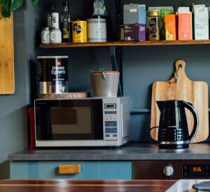 電子レンジで短時間の温めが可能。コーヒーを入れたままうちの子オリジナルマグカップを温められます