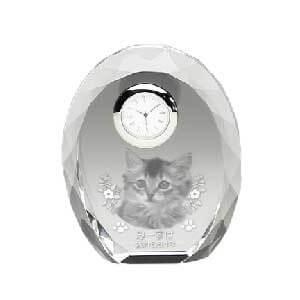まあるいたまごのような形が人気の彫刻メモリアル時計