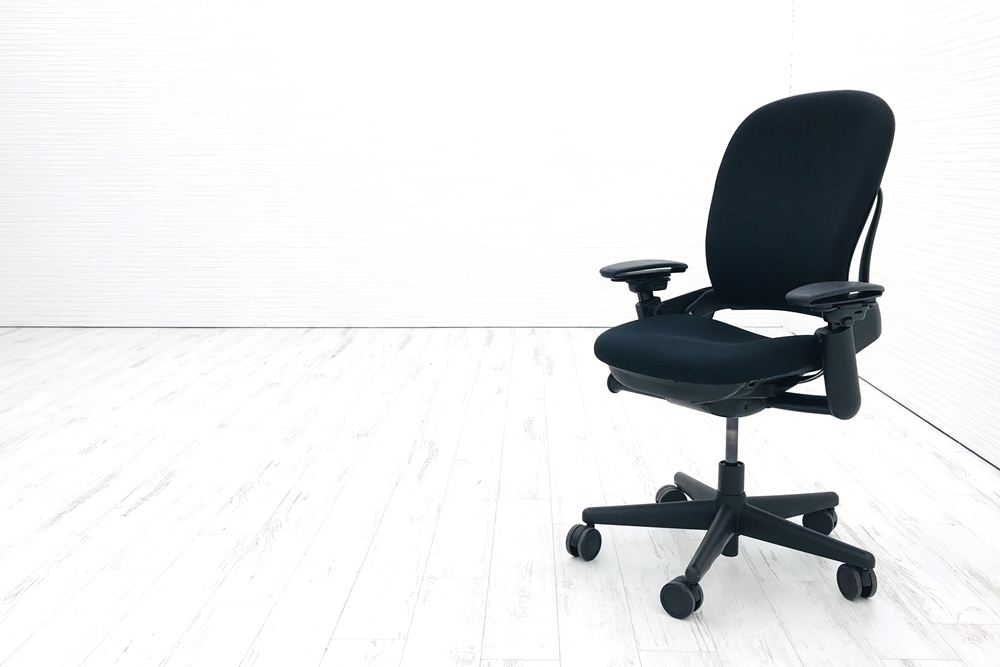 リープチェア スチールケース 中古 オフィスチェア クッション ブラック Steelcase Leap 可動肘 布張り 事務椅子 中古オフィス家具の画像