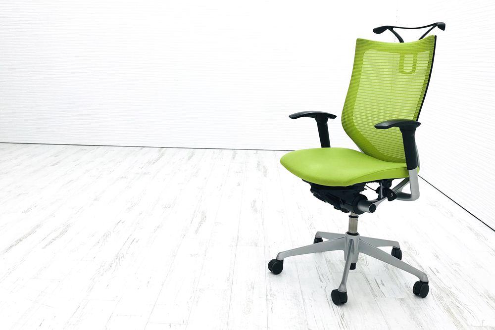 バロンチェア 中古 オカムラ バロン ライムグリーン 事務椅子 ハイバック シルバーフレーム メッシュ 中古オフィス家具 ハンガー付の画像