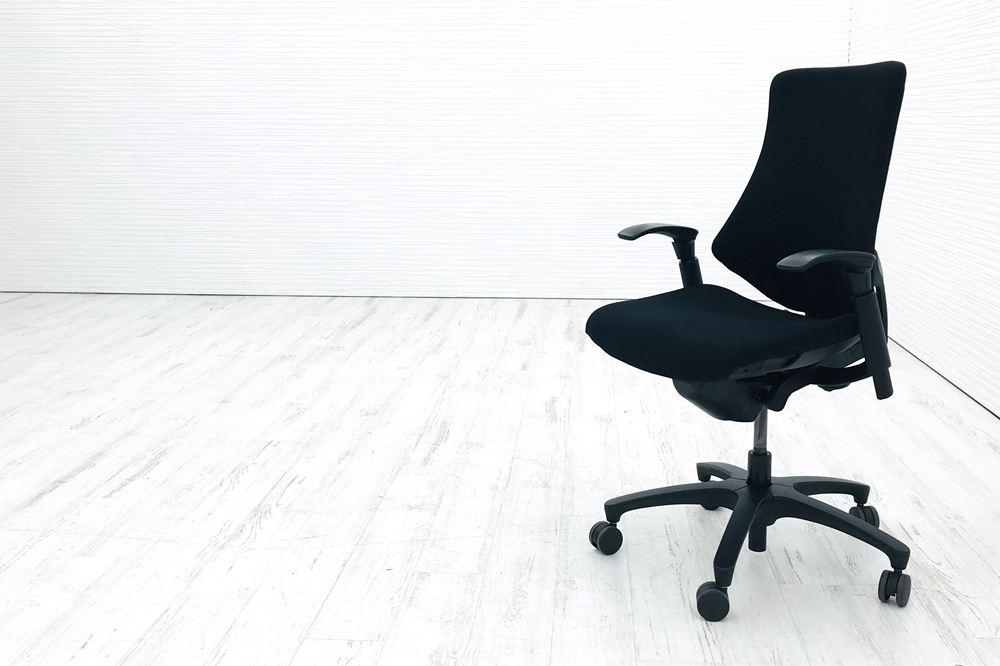 イトーキ エフチェア 中古オフィスチェア クッション 可動肘 ブラック 事務椅子 ITOKI 中古オフィス家具の画像