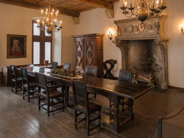 オーク材のアンティーク家具の部屋