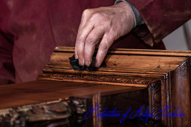 アンティーク家具の修復