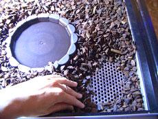 (写真4)床には7φの穴。通気性バッチリ!
