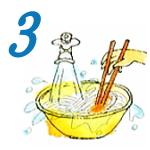 麺を水にとり箸で混ぜるイラスト