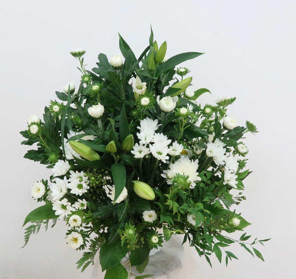 【ウェリタス】 ユリと菊のアレンジメントの画像