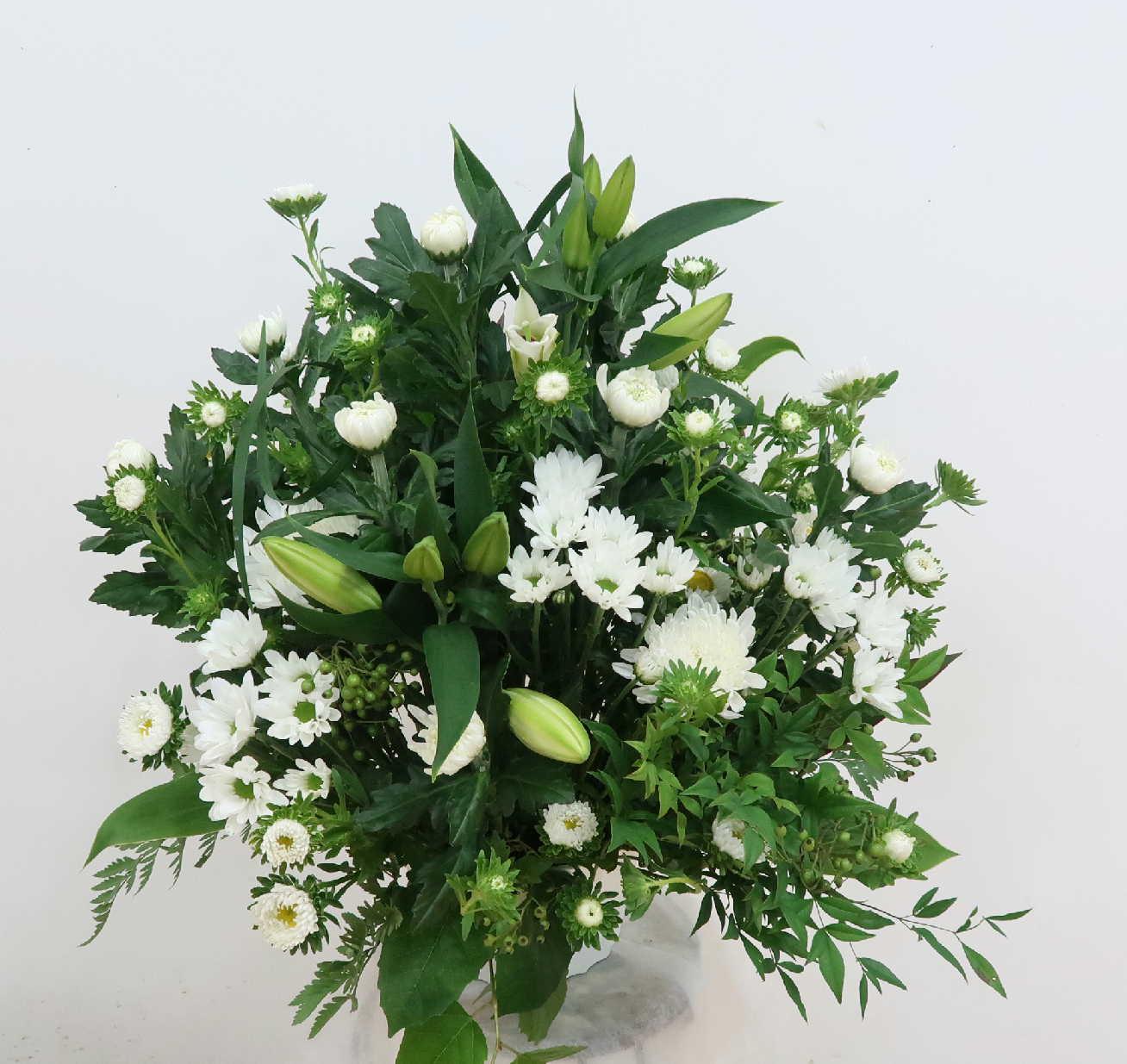 【ウェリタス】 ユリと菊のアレンジメント画像