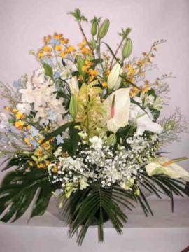 【舞曲の献花】 蘭とユリのかご花の画像