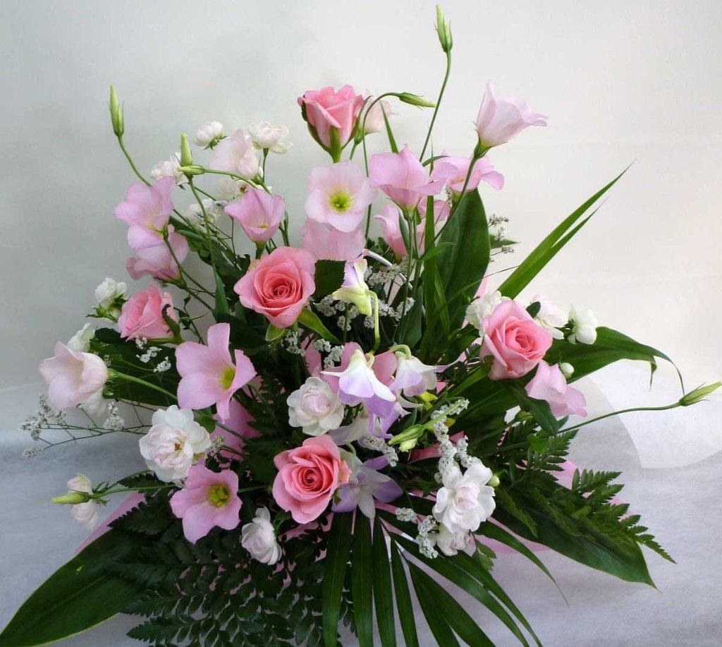 【サティスファイ】 バラとトルコキキョウのアレンジメントの画像