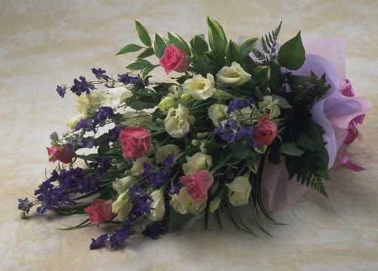 【アクアフローラル】 花いっぱいの花束画像