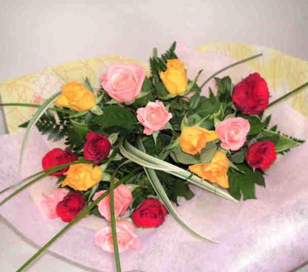 【カラフルローズ】 バラたくさんの花束画像