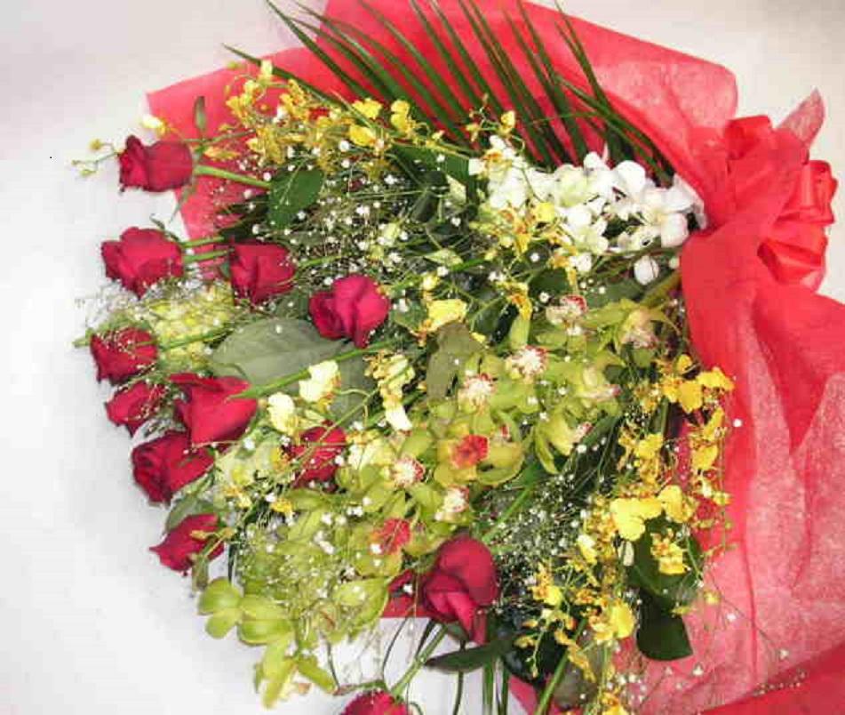 【レッドコーラル】 豪華な華やか花束の画像