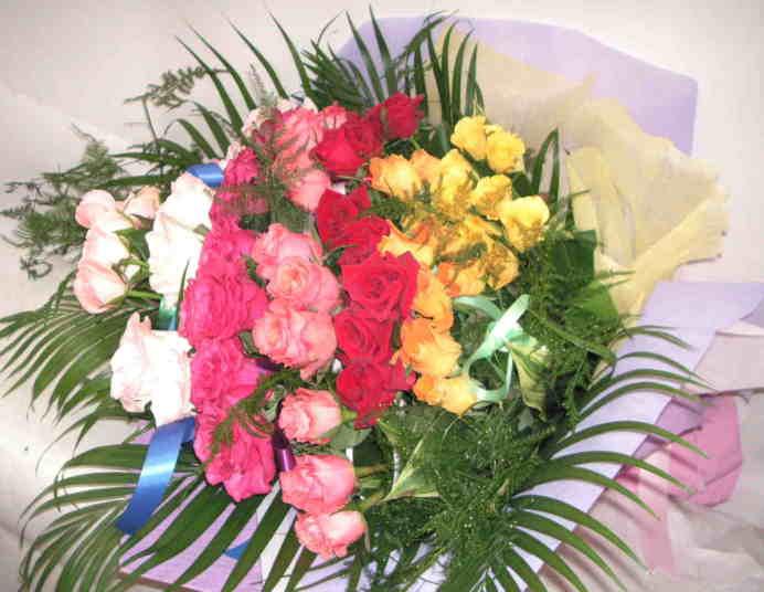 【レインボー】バラ7色の華やか花束画像