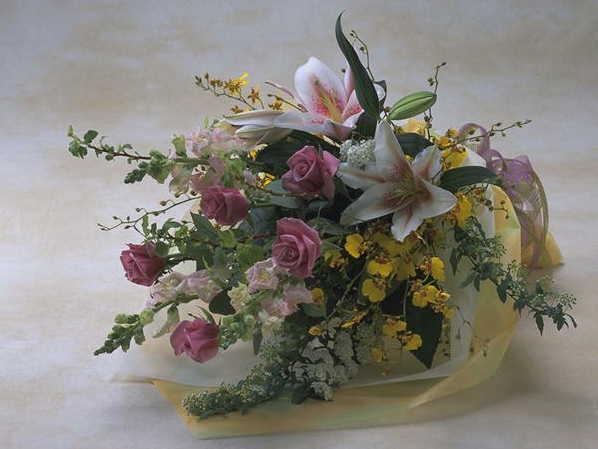 【季節のオーガンジー】 華やかな花束画像