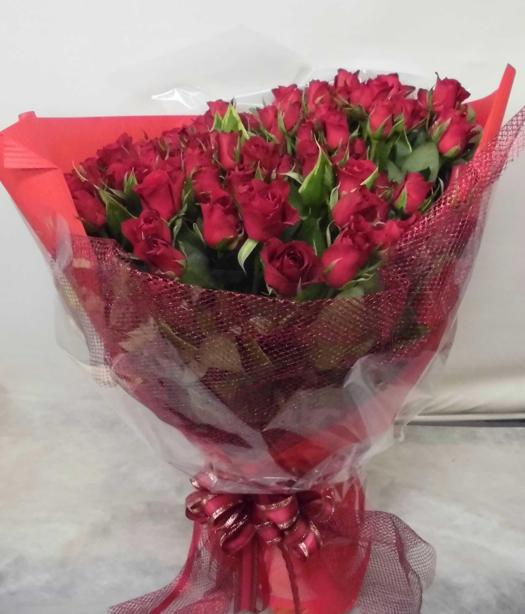 【サムライ】 50本!赤バラの豪華な花束画像