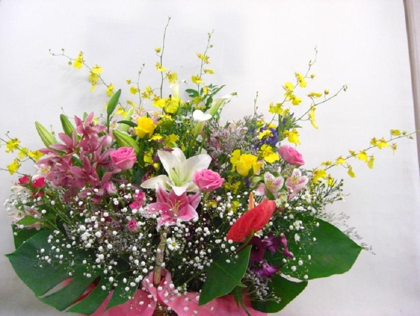 【グランディーネ】 ユリと蘭とバラいっぱいのアレンジメント画像