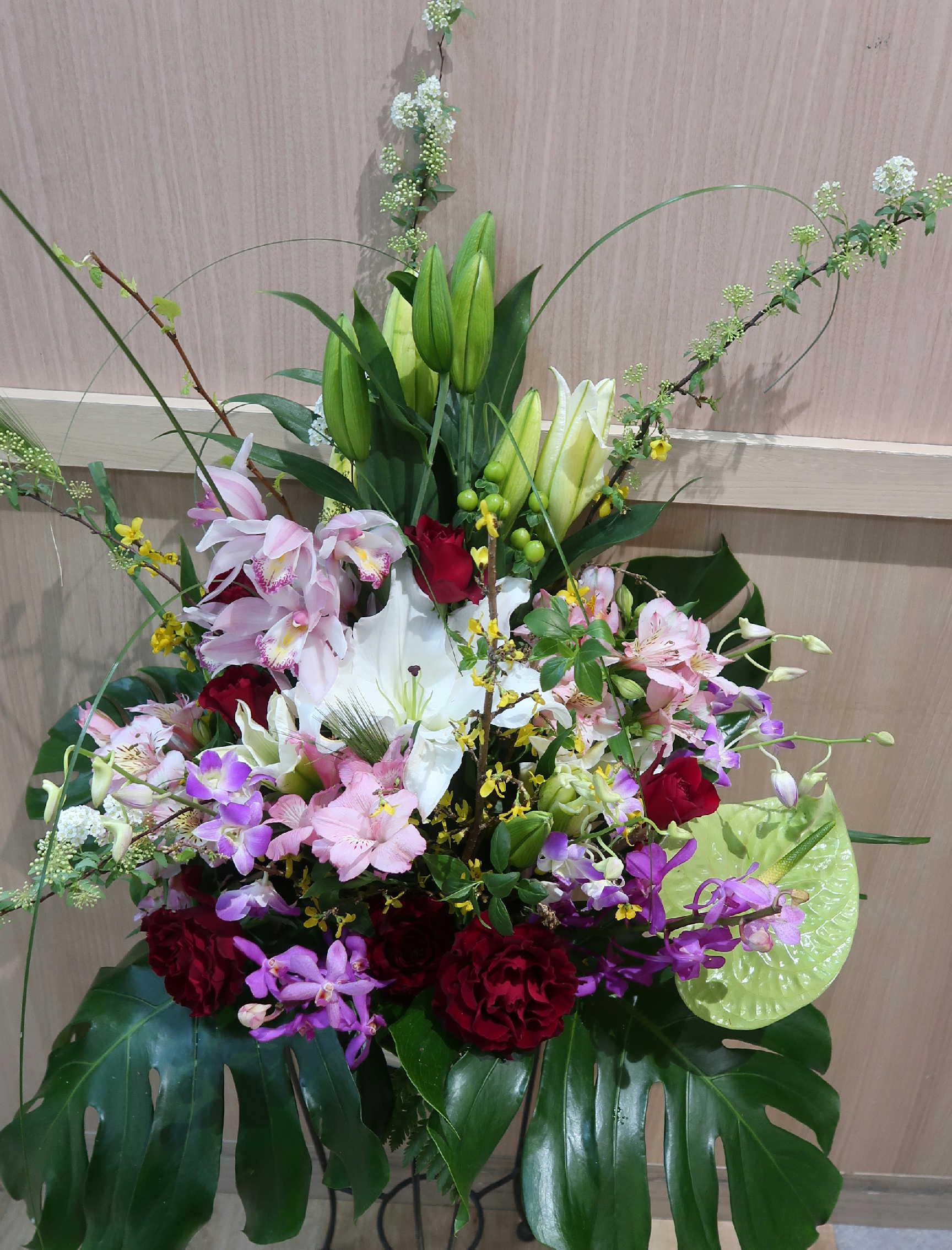 バラと蘭とユリの豪華なアレンジメント with-271画像