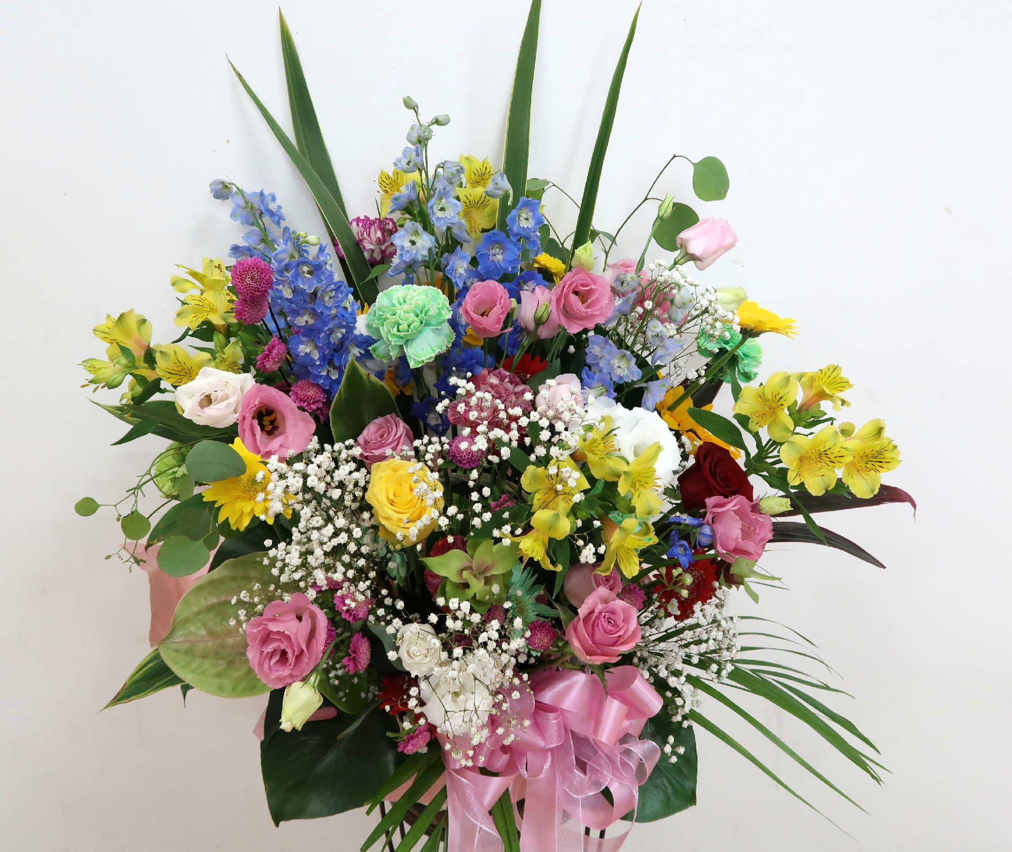 【カンシオン】色とりどりの華やかアレンジメント画像