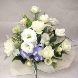 【ピュアホワイト】 バラとトルコキキョウのアレンジメントの画像