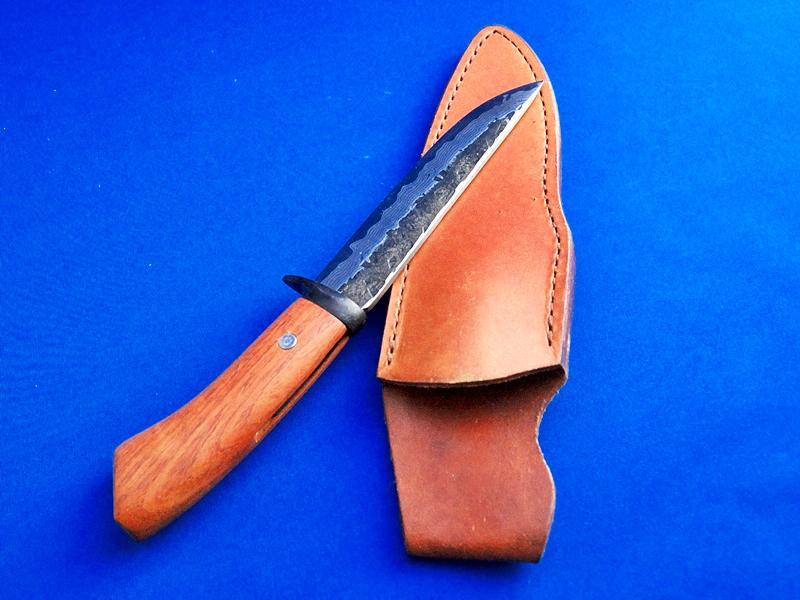 ダマスカスナイフ・14層・140ミリ・青紙1号・花梨柄 |鍛冶屋がつくるナイフ|キャンプ、レジャー、狩猟|吉光の画像